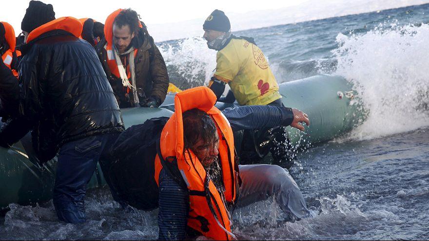 Lesbos : les réfugiés, leurs gilets de sauvetage, le message de paix