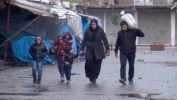 Residents of Turkish town flee as government forces clash with Kurdish militants