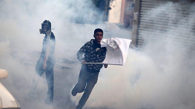 Противники монархии в Бахрейне вступили в столкновения с полицией