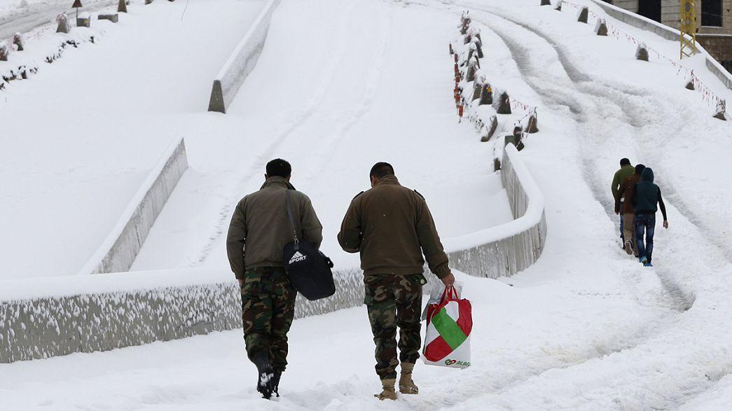 Schnee und Eis im Flüchtlingslager im Libanon