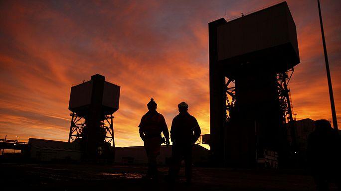 Járatokat fúrnak a kínai bányászokhoz