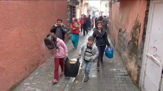 المدنيون يغادرون منازلهم بسبب عمليات الجيش التركي ضد حزب العمال الكردستاني