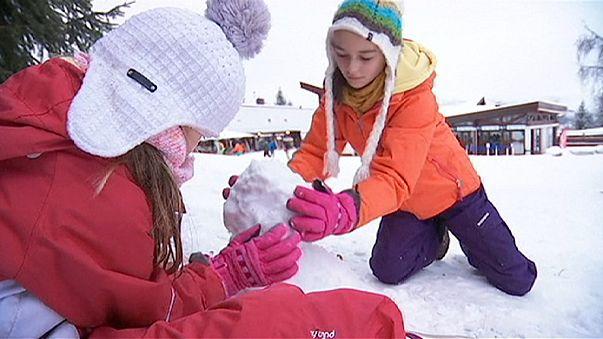 Alpler'deki kayak merkezlerinin kar hasreti sona erdi