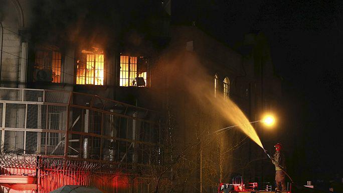 Tahran'daki Suudi elçiliği ateşe verildi