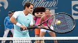 Tennis: Federer si prepara a Brisbane tra mascottes e racchette giganti