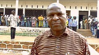 República Centro-Africana: Faustin Archange Touadéra deve ir à segunda volta das presidenciais