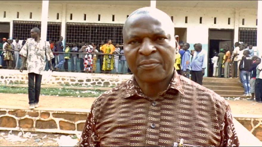 Außenseiter liegt bei Präsidentenwahl in Zentralafrika vorläufig vorn