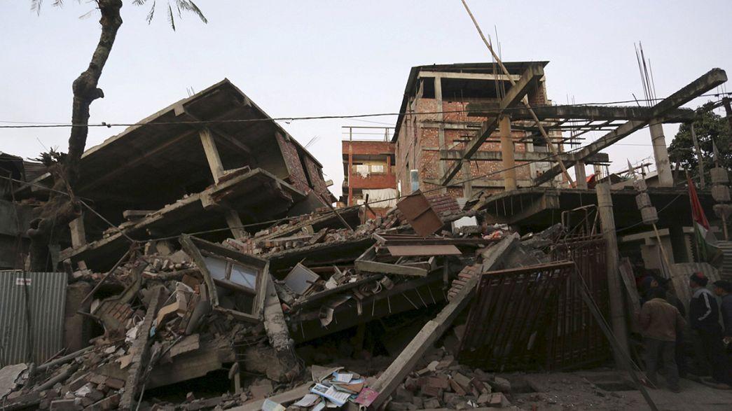 Землетрясение в Индии: под завалами сотни человек