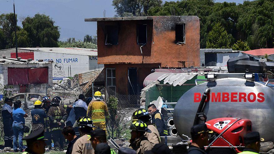 Image: MEXICO-MARKET-FIREWORKS-BLAST