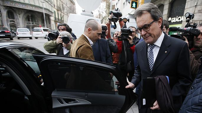 Katalonya'da çıkmaza giren başkanlık yarışı sandık yolunu açtı