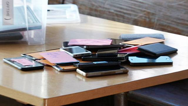 Addicted to your mobile? The answer is digital detox therapy!