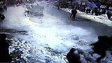 Überraschung von oben: Fußgänger in der Türkei durch Dachlawinen verletzt