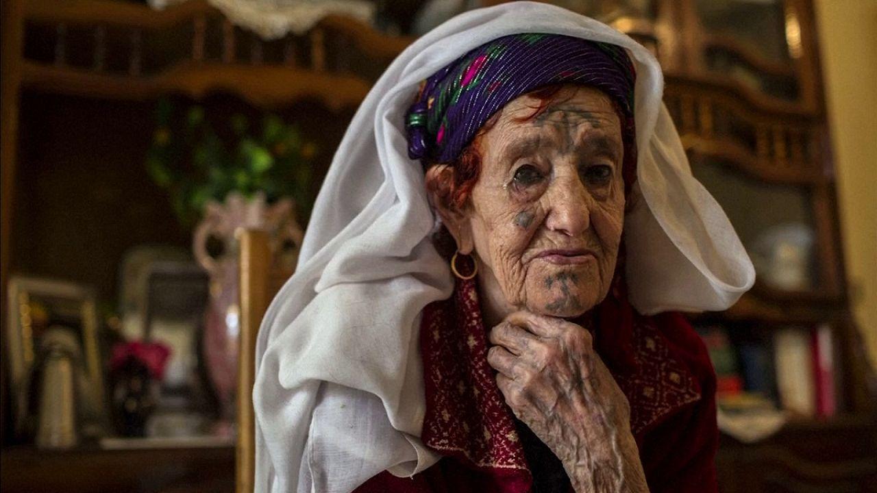 Les Algériennes d'Aurès et leurs tatouages