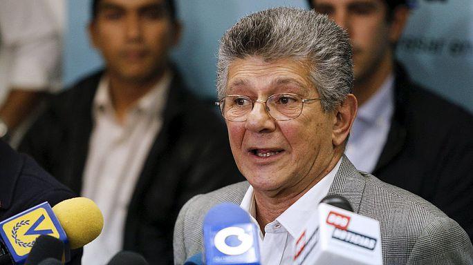 Venezuela'da meclis muhalefet çoğunluğu ile toplanıyor