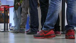 España cierra 2015 con un descenso de 354.000 parados y un aumento de 533.000 empleos