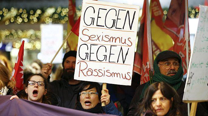 Alman kadınlar toplu tacizi protesto etti
