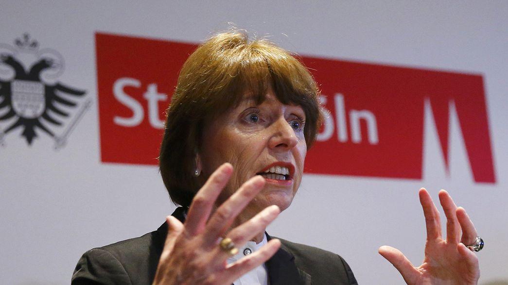 """Ondata di tweet contro le """"dritte"""" della sindaca di Colonia per scoraggiare le aggressioni sessuali"""