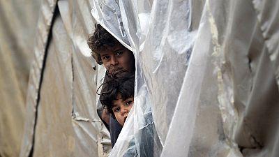 Siria: vento e neve si abbattono sui campi profughi