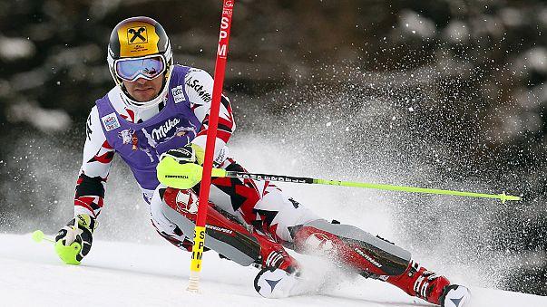 النمساوي هيرشر يفرض سيطرته على سباق التعرج على الثلج في سانتا كاترينا
