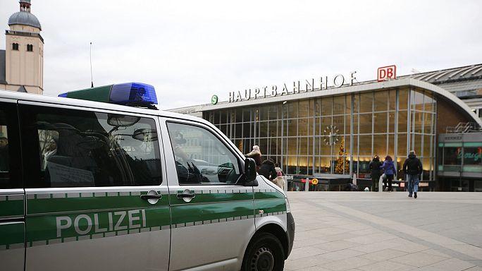 Ölre mentek a politikai radikálisok is Kölnben