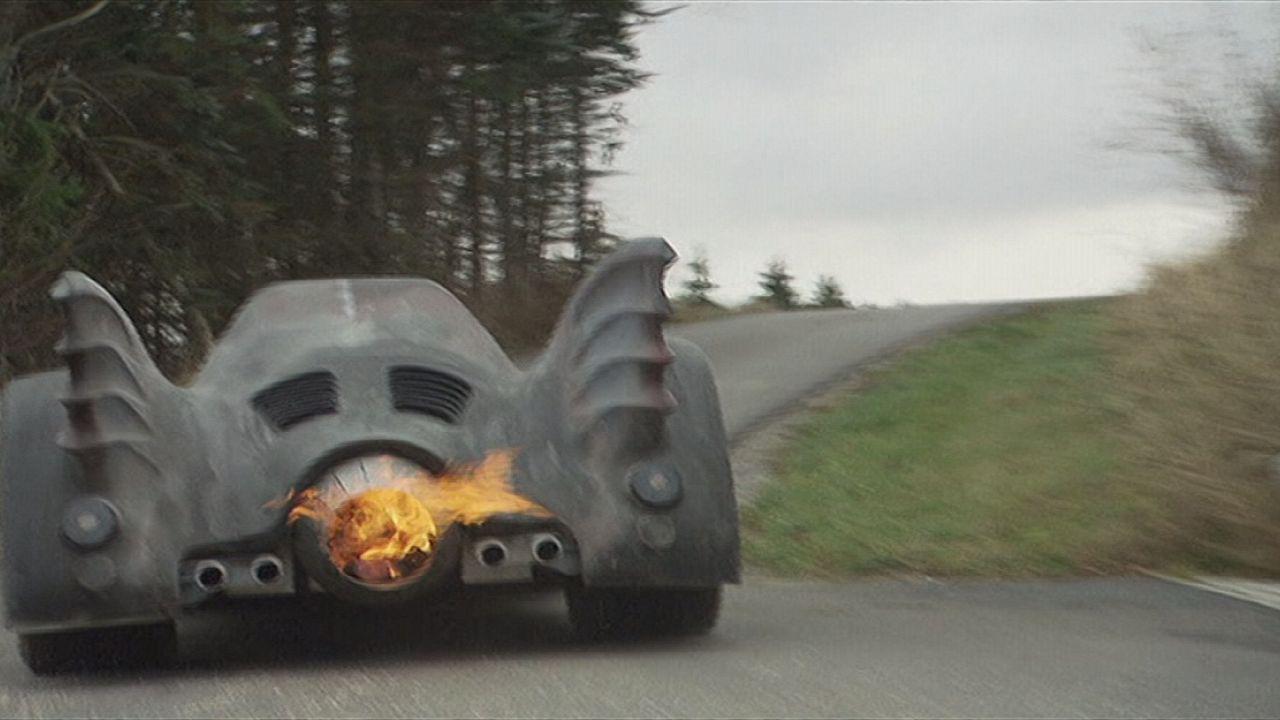 Fan recreates very own Batmobile