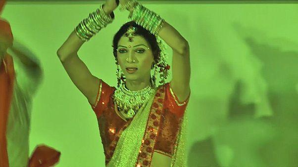 گروه رقصندگان دوجنسیتی در هند