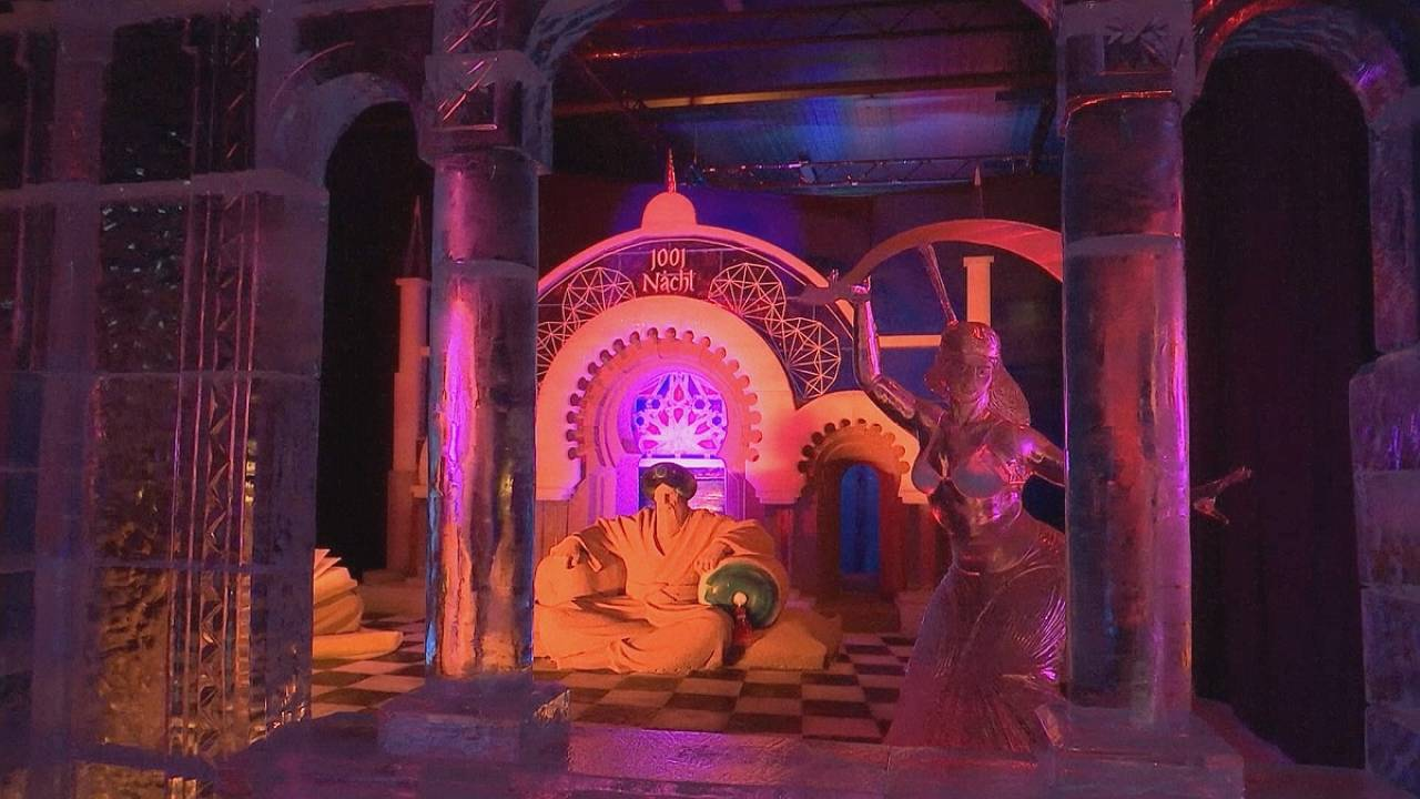 Ice sculpture show draws thousands near Berlin