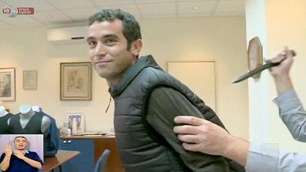 Repórter ferido em demonstração de colete à prova de facadas