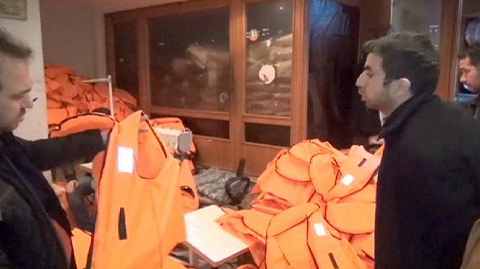 Turquie : des centaines de faux gilets de sauvetage saisis dans une fabrique à Izmir