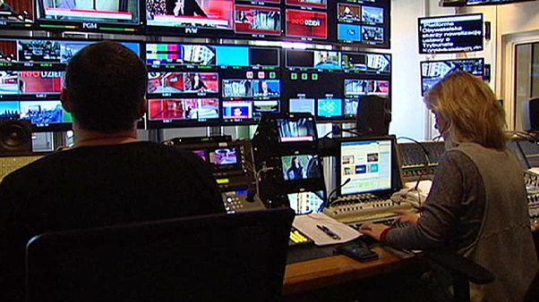 Polónia: Governo controla serviços de rádio e televisão