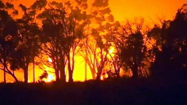 Tres desaparecidos y 95 viviendas destruidas por un incendio en el suroeste de Australia