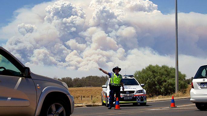 Avustralya'da yangın bir kasabayı yok etti