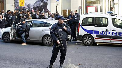 Paris: doubts over the identity of man shot outside police station