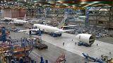 Boeing bate su récords de entregas en un año, pero baja la casi mitad en pedidos