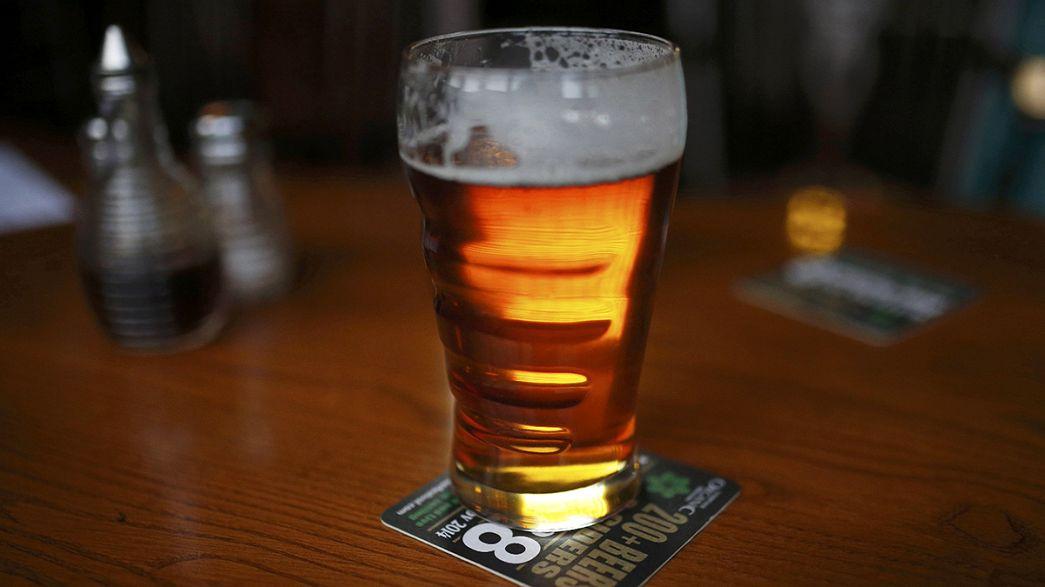 Las autoridades sanitarias británicas revisan a la baja los límites de ingesta segura de alcohol