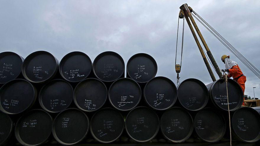 Arabia Saudí planea privatizar en parte su petrolera Aramco por la fuerte bajada de los precios