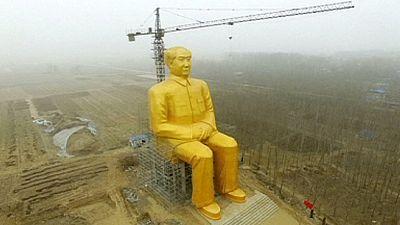 Derriban una gigantesca estatua de Mao en China