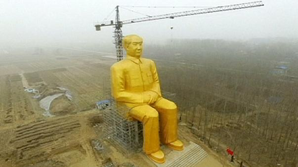 Derriban una gigantesca estatua de Mao en China