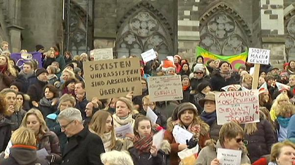 Centenas de mulheres contra a violência sexual em Colónia