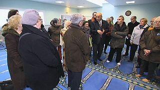 Un thé de la fraternité dans les mosquées de France, un an après les attentats