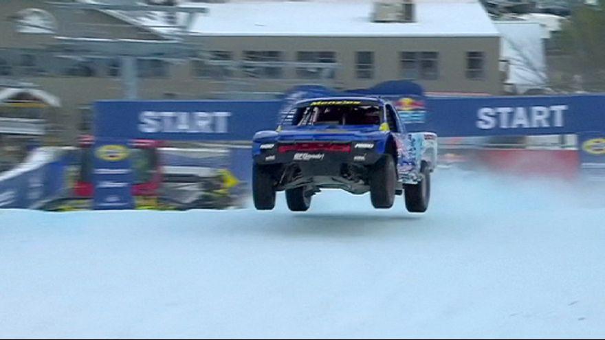 Espectaculares saltos en la nieve de 4x4 en la Red Bull Frozen Rush