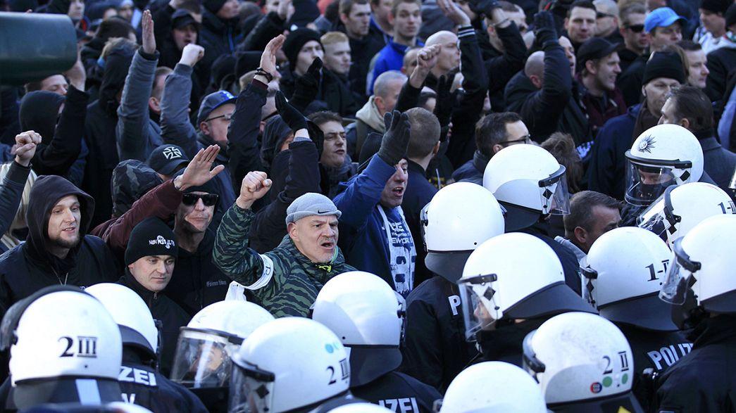 La policía disuelve una marcha de Pegida en Colonia y Merkel pide mano dura para los refugiados que delincan