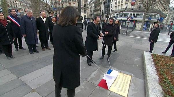 رونمایی از لوح یادبود قربانیان حملات تروریستی سال گذشته در پاریس