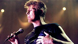 وفاة مغني البوب البريطاني ديفيد بوي بعد صراع مع مرض السرطان