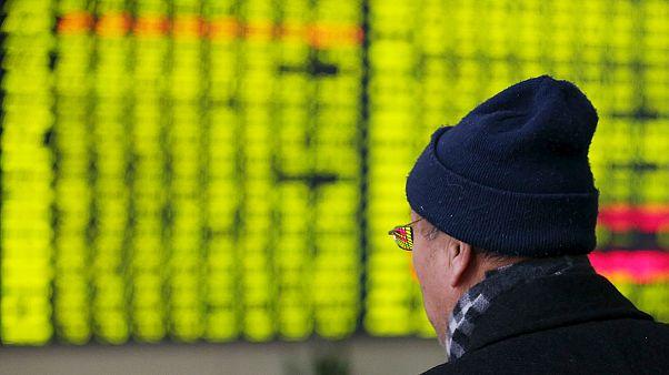 Zuhan a kínai tőzsde, Európa tartja magát