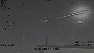 [Vidéo] Des navires iraniens tirent des missiles à proximité d'un porte-avions américain