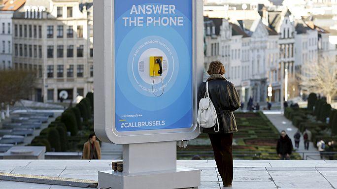 Hívható utcai telefonokkal csábítja vissza turistáit Brüsszel