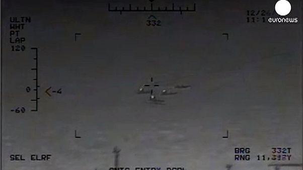 Imagens dos disparos iranianos 'junto' ao porta-aviões dos EUA