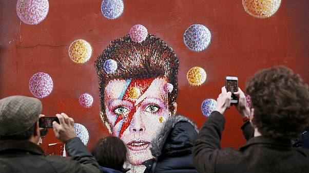 David Bowie-ra emlékeznek a közösségi oldalakon