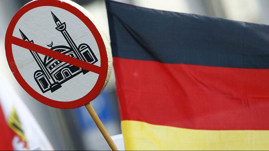 Alemania: Merkel propone cambiar la política migratoria tras los ataques de Colonia